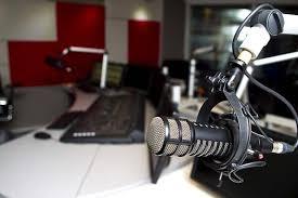 6 këshilla për të përmirësuar intervistat në radio dhe podcast.